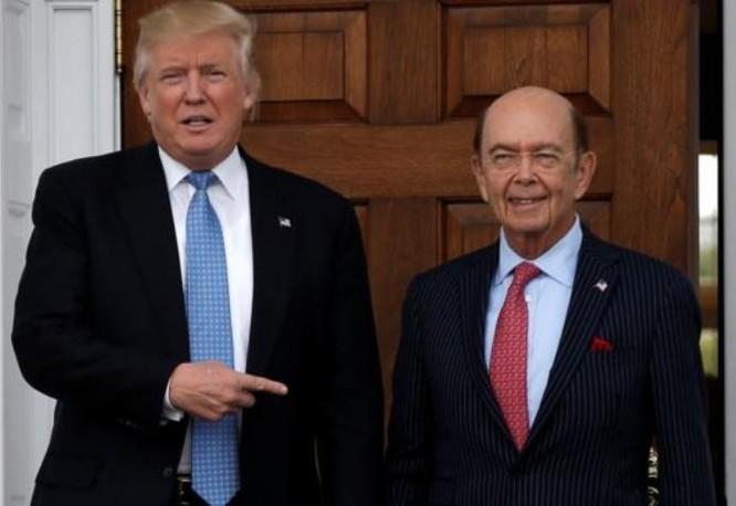 Tổng thống Mỹ Donald Trump và Bộ trưởng Thương mại Mỹ Wilbur Ross. Ảnh: VOA