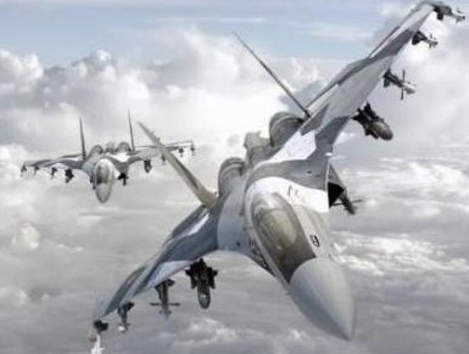 Biên đội máy bay chiến đấu Su-35 lắp đầy tên lửa. Ảnh: Sina