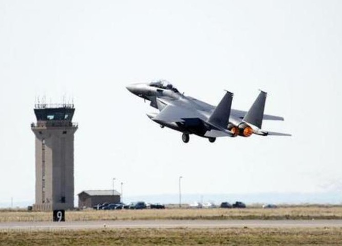 Máy bay chiến đấu F-15SG của Không quân Singapore là máy bay chiến đấu mạnh nhất Đông Nam Á hiện nay. Ảnh: Sina