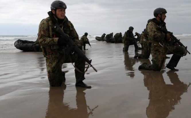 Lực lượng Phòng vệ Nhật Bản khổ luyện tập luyện khả năng đoạt đảo tại Mỹ. Ảnh: Sina