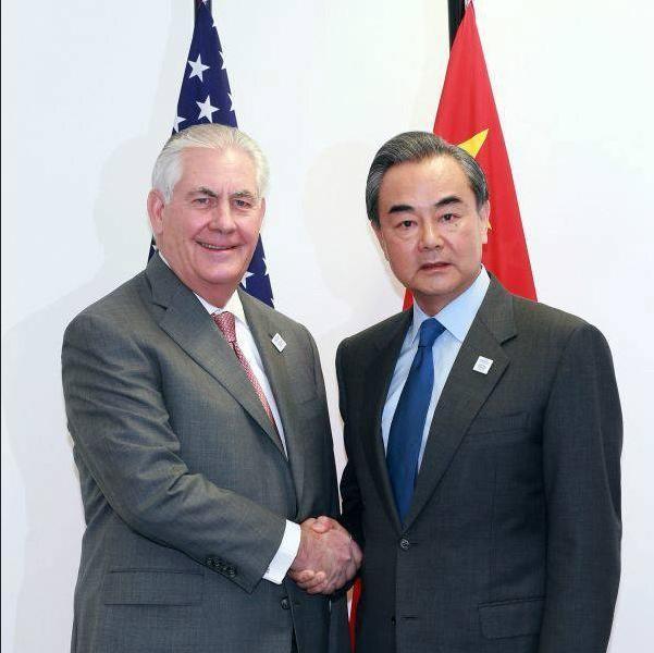 Ngày 17 tháng 2 năm 2017, trong cuộc gặp với Bộ trưởng Ngoại giao Trung Quốc Vương Nghị, Ngoại trưởng Mỹ Rex Tillerson đã mạnh mẽ kêu gọi Trung Quốc phải có hành động với Triều Tiên. Ảnh: Cankao