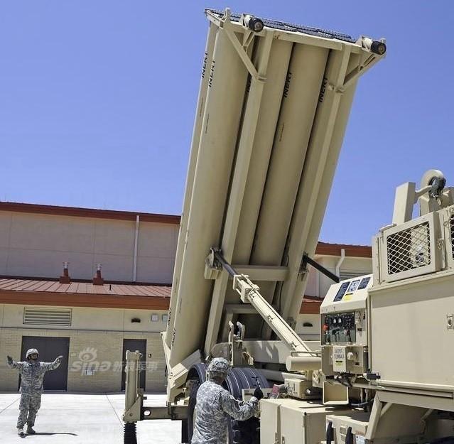 Ngày 6/3/2017, hệ thống phòng thủ khu vực tầm cao đoạn cuối (THAAD) Mỹ bắt đầu được triển khai ở Hàn Quốc. Ảnh: Sina