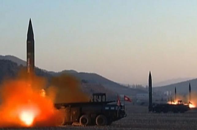 Ngày 6/3/2017, Triều Tiên phóng 4 quả tên lửa đạn đạo về biển Nhật Bản. Ảnh: AFP