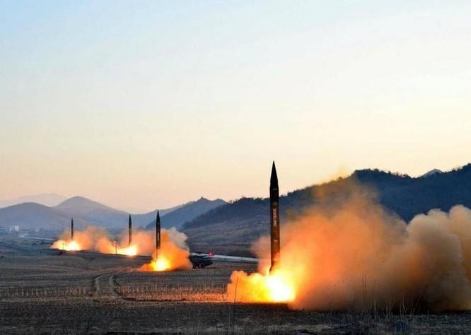 Ngày 6/3/2017, Triều Tiên phóng 4 quả tên lửa đạn đạo về biển Nhật Bản. Ảnh: US News & World Report