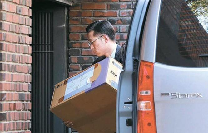 Ngày 10/3/2017, hành lí của bà Park Geun-hye được chuyển đến nhà riêng. Ảnh: Guancha