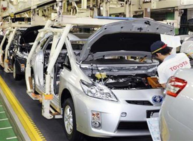 Lắp ráp ô tô tại nhà máy của Công ty ô tô Toyota Việt Nam (ảnh tư liệu)