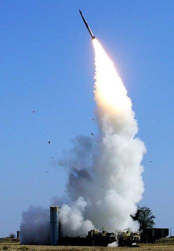 Phạm vi đánh chặn của hệ thống tên lửa phòng không S-400 Nga rất lớn. Ảnh: Sina