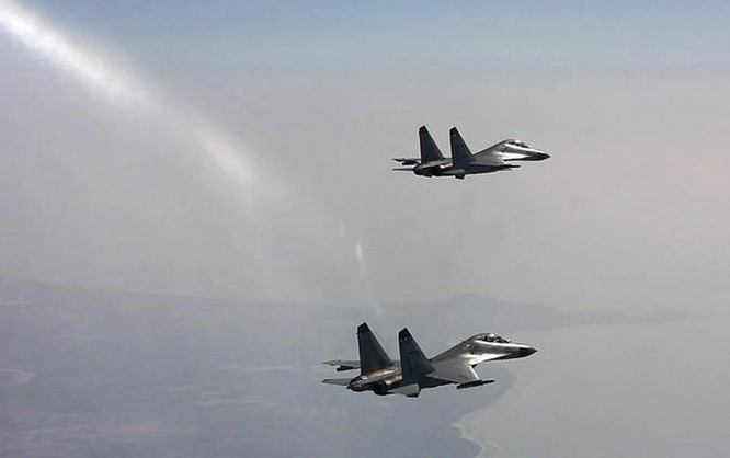 Từ ngày 19 - 21/7/2016, một sư đoàn không quân của Hạm đội Nam Hải, Hải quân Trung Quốc tiến hành tập trận bắn đạn thật trên Biển Đông. Ảnh: CCTV