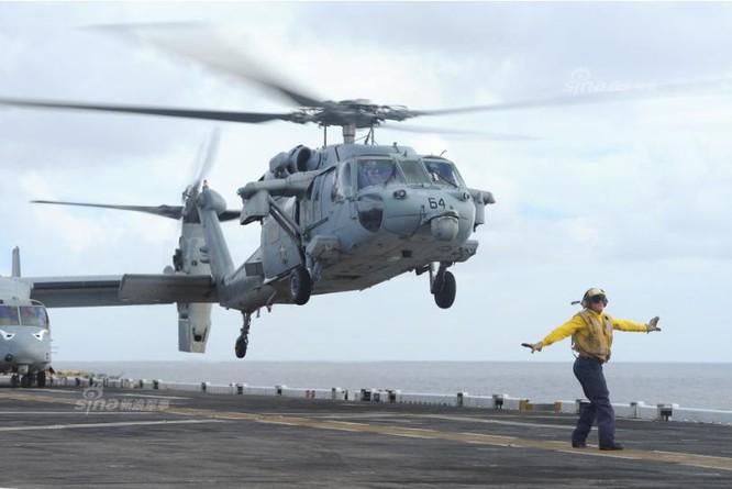 Máy bay trực thăng trên tàu sân bay USS Carl Vinson, Hải quân Mỹ. Ảnh: Sina