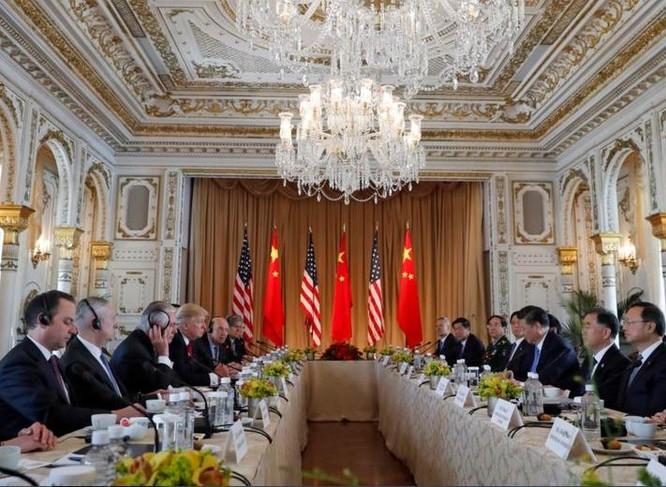Ngày 7/4/2017, Tổng thống Mỹ Donald Trump và Chủ tịch Trung Quốc Tập Cận Bình tiến hành hội đàm ở bang Florida, Mỹ. Ảnh: VOA