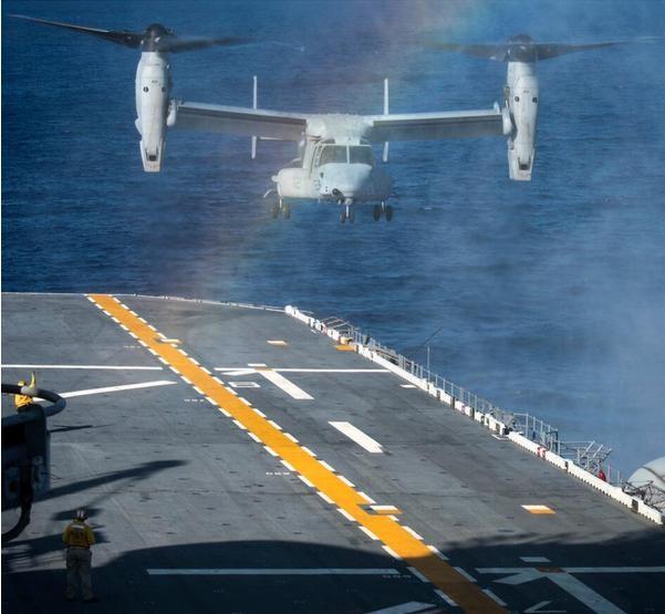 Tháng 8/2016, tàu tấn công đổ bộ USS Bonhomme Richard LHD-6 tiến hành tuần tra biển Hoa Đông. Ảnh: People.com.cn
