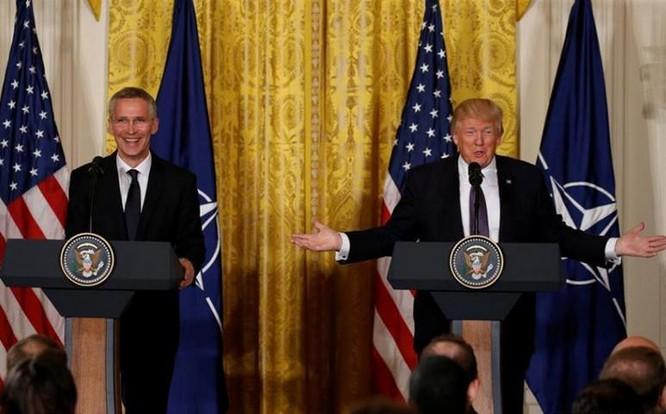 Ngày 12/4/2017, tại Washington Tổng thống Donald Trump tiếp đón Tổng thư ký NATO Jens Stoltenberg. Ảnh: Reuters