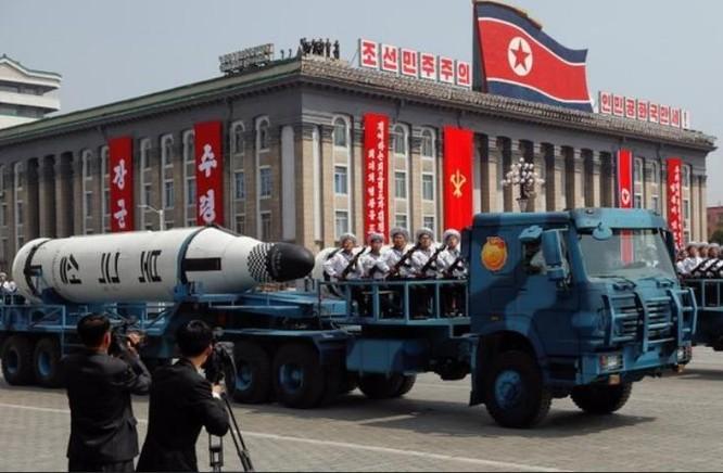 Triều Tiên phô trương sức mạnh quân sự. Ảnh: IBusinesslines