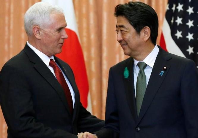 Ngày 18/4/2017, tại Tokyo, Nhật Bản, Phó Tổng thống Mỹ Mike Pence hội kiến với Thủ tướng Nhật Bản Shinzo Abe. Ảnh: Reuters