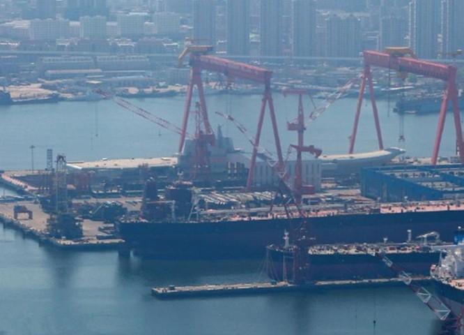 Trung Quốc chuẩn bị hạ thủy tàu sân bay Type 001A. Ảnh: Dwnews