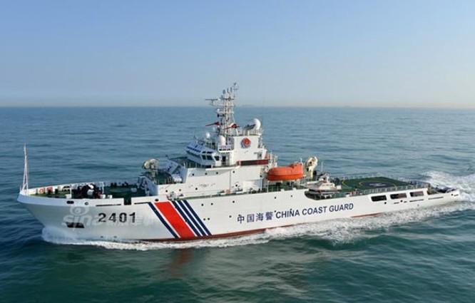 Tàu cảnh sát biển số hiệu 2401 Trung Quốc. Ảnh: Sina
