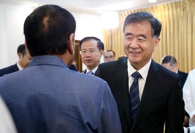 Ngày 17/3/2017, Tổng thống Philippines Rodrigo Duterte tiếp Phó Thủ tướng Trung Quốc Uông Dương. Ảnh: Philippine Star