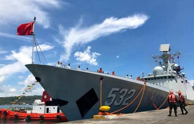 Ngày 1/5/2017, biên đội tàu chiến hải quân Trung Quốc đến thành phố Davao, Philippines. Ảnh: Sina
