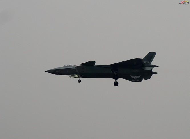 Máy bay chiến đấu tàng hình J-20 Trung Quốc. Ảnh: Huanqiu