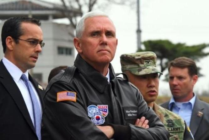 Phó Tổng thống Mỹ Mike Pence thăm Khu phi quân sự hai miền Triều Tiên. Ảnh: BBC
