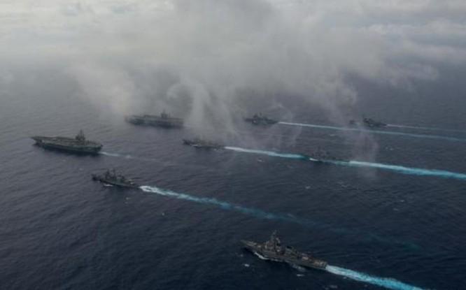 Ngày 18/6/2016, hai tàu sân bay Mỹ gồm USS John C. Stennis và USS Ronald Reagan cùng tuần tra Biển Đông. Ảnh: Huanqiu