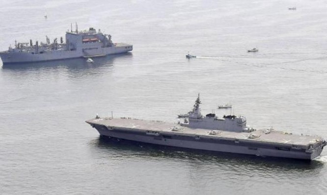 Tàu sân bay trực thăng Izumo hộ tống tàu tiếp tế Hải quân Mỹ. Ảnh minh họa: Newsrep.net