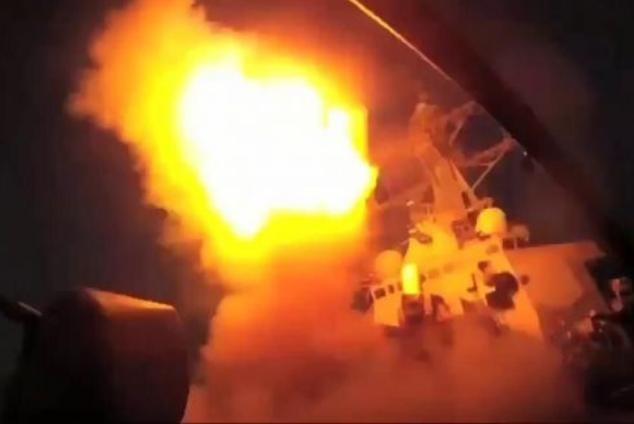 Tàu chiến Hải quân Mỹ phóng tên lửa hành trình Tomahawk tấn công Syria. Ảnh: Cankao