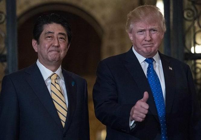 Thủ tướng Nhật Bản Shinzo Abe và Tổng thống Mỹ Donald Trump. Ảnh: Daily Mail
