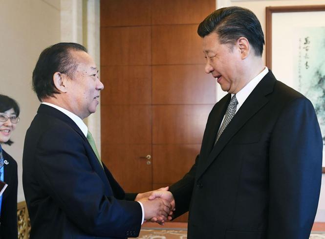 Tổng thư ký Đảng Tự do Dân chủ (LDP) Nhật Bản Nikai Toshihiro hội kiến với Chủ tịch Trung Quốc Tập Cận Bình. Ảnh: The Japan Times