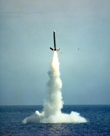 Tên lửa hành trình Tomahawk phóng từ tàu ngầm
