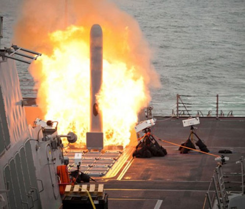 Tên lửa hành trình Tomahawk Mỹ bắn từ tàu chiến