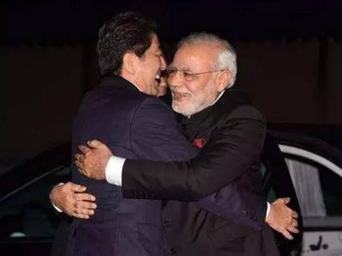 Thủ tướng Nhật Bản Shinzo Abe và Thủ tướng Ấn Độ Narendra Modi. Ảnh: Ifeng