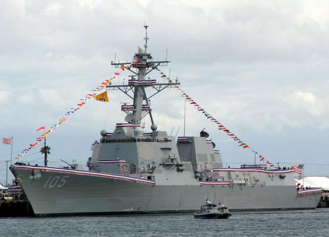 Ngày 24/5/2017, tàu khu trục tên lửa Dewey DDG-105 Hải quân Mỹ triển khai hành động