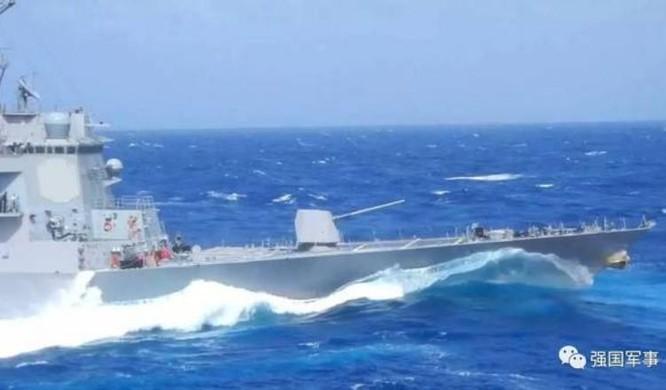 Ngày 25/5/2017, tàu khu trục USS Dewey đi vào vùng biển đá Vành Khăn. Ảnh: Sohu