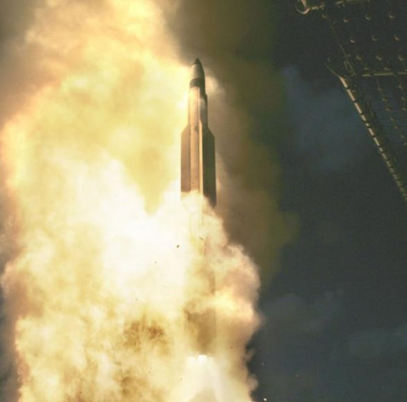Tên lửa phòng không kiểu đánh chặn SM-3 Lực lượng Phòng vệ Biển Nhật Bản mua của Mỹ. Ảnh: People