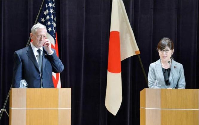 Đầu tháng 2/2017, Bộ trưởng Quốc phòng Mỹ James Mattis thăm Nhật Bản. Ảnh: Nikkei Asian Review