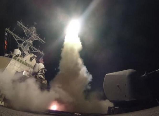Tên lửa hành trình Tomahawk phóng từ tàu chiến Hải quân Mỹ. Ảnh: Cankao