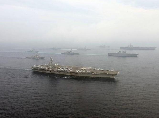 Biên đội 3 tàu sân bay Mỹ - Nhật tiến hành tập trận chung trên biển. Ảnh: Cankao