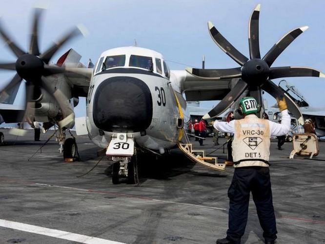 Máy bay vận tải C-2 Hải quân Mỹ thử động cơ. Ảnh: Cankao