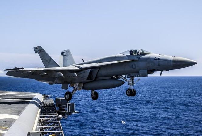 Máy bay chiến đấu trên tàu sân bay Mỹ. Ảnh: National Interest