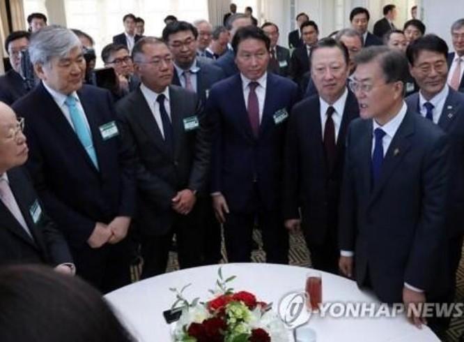 Các doanh nghiệp Hàn Quốc tháp tùng Tổng thống Hàn Quốc Moon Jae-in thăm Mỹ, cam kết đầu tư 22,4 tỷ USD vào Mỹ trong 5 năm tới. Ảnh: Yonhap
