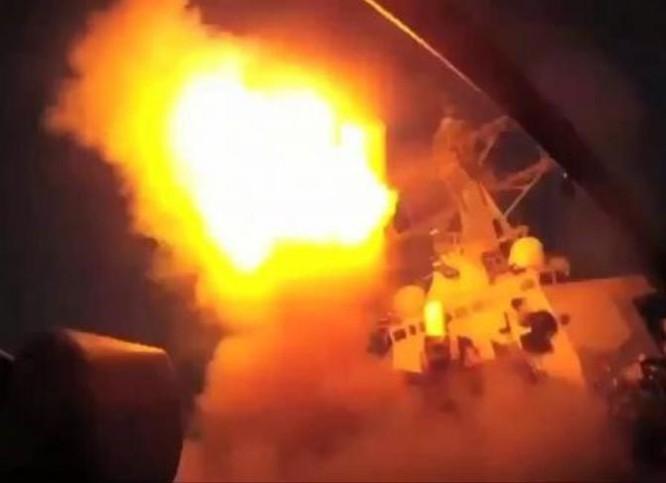 Ngày 7/4/2017, Mỹ sử dụng 2 tàu khu trục phóng tên lửa hành trình Tomahawk tấn công Syria. Ảnh: Cankao