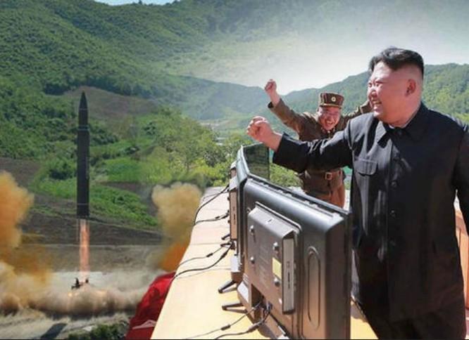 Nhà lãnh đạo Triều Tiên Kim Jong-un, người khó dự đoán. Ảnh: Daily Express