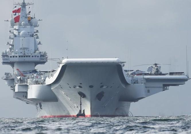 Ngày 7/7/2017, tàu sân bay Liêu Ninh, Hải quân Trung Quốc đến Hồng Kông. Ảnh: Sohu