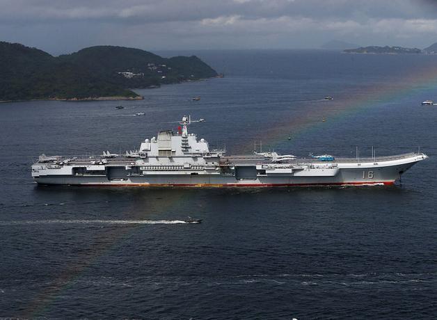 Ngày 7/7/2017, tàu sân bay Liêu Ninh, Hải quân Trung Quốc đến Hồng Kông. Ảnh: Sohu.