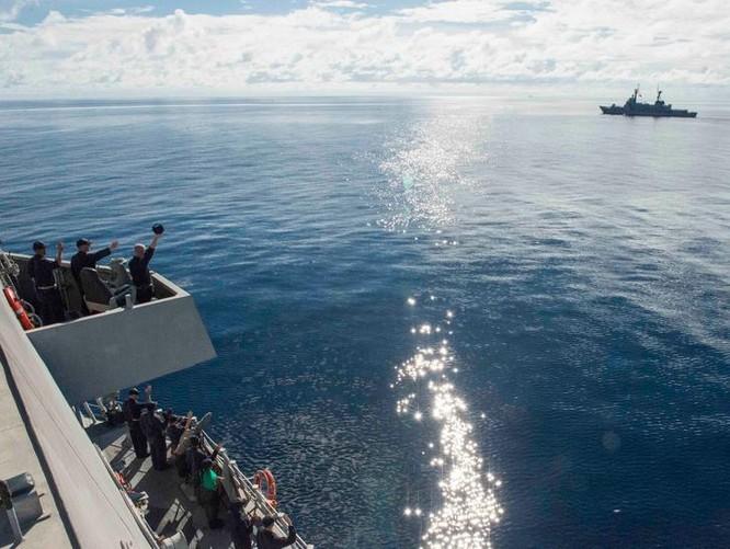 Ngày 1/7/2017, Hải quân Mỹ và Philippines tiến hành tuần tra chung trên biển Sulu. Tham gia có tàu tuần duyên USS Coronado LCS-4 Mỹ và tàu tuần tra BRP Ramon Alcaraz Philippines. Ảnh: Navy Times.