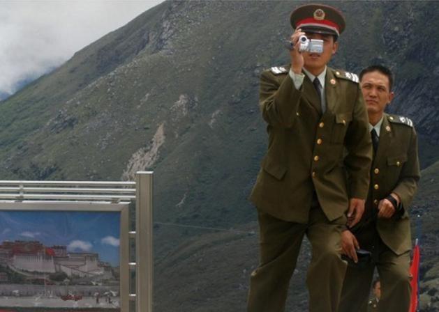 Binh sĩ Quân đội Trung Quốc ở khu vực biên giới Tây Tạng. Ảnh: Dwnews