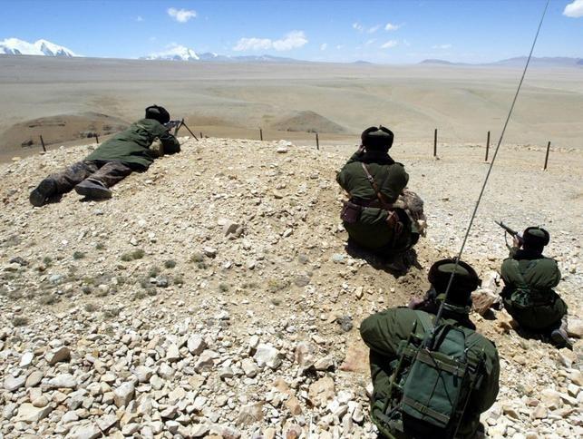 Trung Quốc liên tục tăng quân tới khu vực biên giới Trung - Ấn. Ảnh: Dwnews.