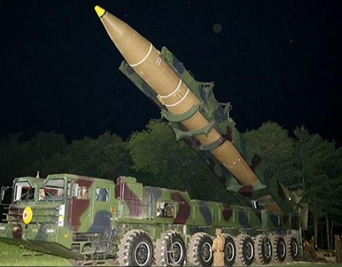 Triều Tiên tuyên bố sẽ đưa ra phương án tấn công Guam, Mỹ. Ảnh: DWnews