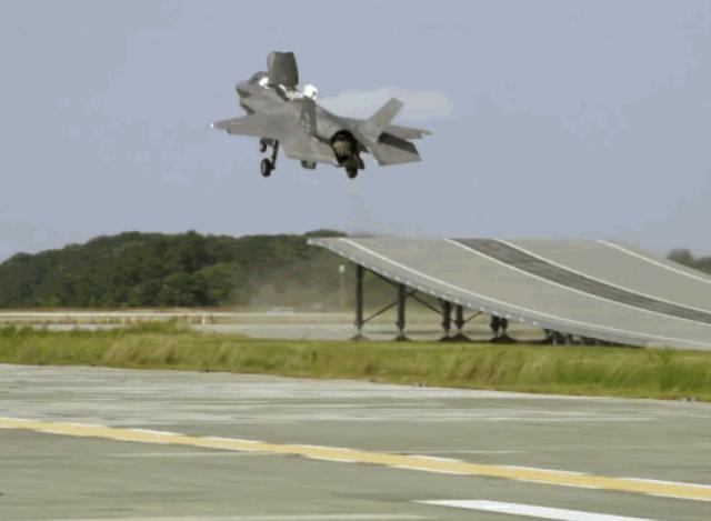 Máy bay chiến đấu tàng hình F-35B Mỹ cất cánh cự ly ngắn. Ảnh: Cankao.